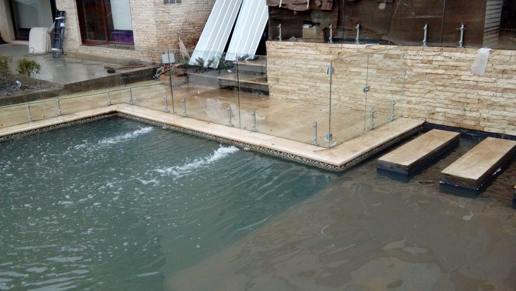 Barandas y cierres de piscina vidrios atenas for Piscina sainz de baranda